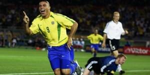 Jogador Cafu na Copa de 2002, onde o Brasil foi pentacampeão