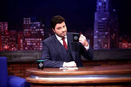 Danilo Gentili pode ganhar programa na TV fechada - eXorbeo 989eaa25ef