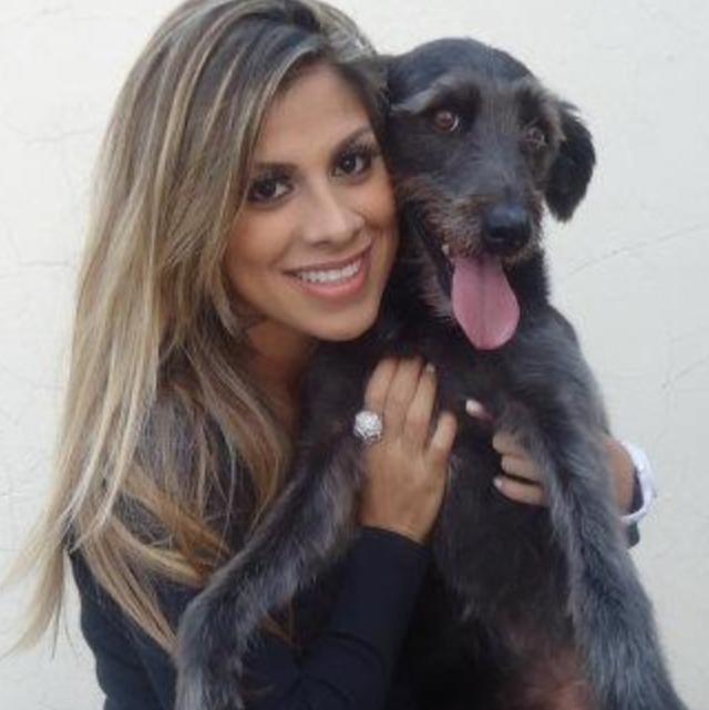 Vanessa, ganhadora do BBB14, com cachorro