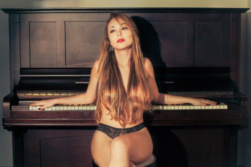record-quer-a-pianista-suzy-participando-de-a-fazenda-7