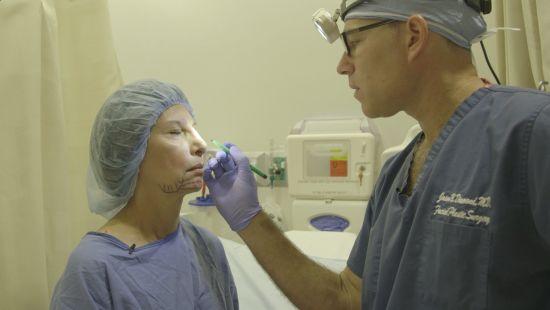 Nova série do Discovery Home & Health mostra a rotina dos cirurgiões mais requisitados pelas celebridades