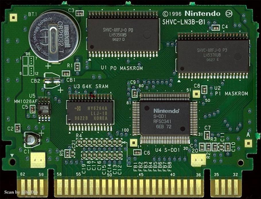 Na imagem rara vemos o tamanho da placa de Star Ocean, mas não só isso, também é possível ver os chips que faziam compactação e descompactação do game que era enorme na época.